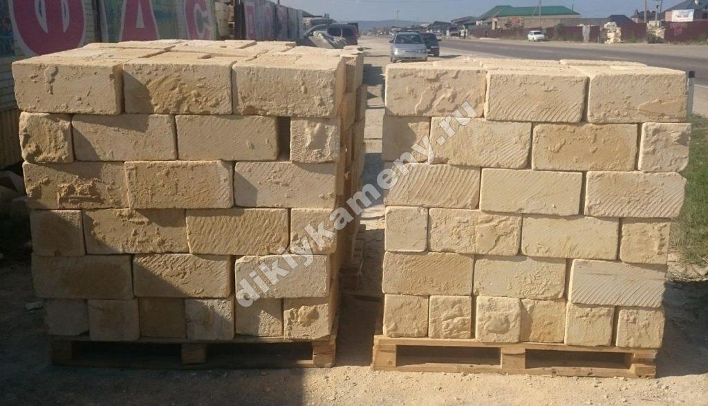 Блоки из песчаника 150 р м2