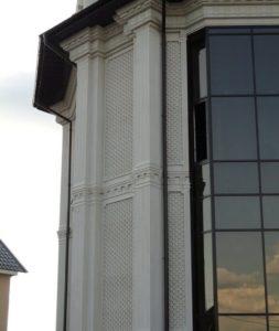 Элементы отделки фасада из известняка.